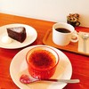 珈琲屋テラ - 料理写真:左から、ガトーショコラ、かぼちゃのクリームブリュレ、ブレンド