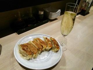 ギョウザ オウショウ 大宮駅西口 - スパークリングワイン ¥518
