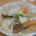 宝来軒 - 『焼豚ラーメン』900円+50円(消費税)を注文。