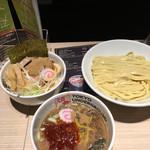東京アンダーグラウンドラーメン 頑者 - 麺量300gの辛つけめんとアンダーグラウン丼('17/03/23)