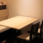 高松 - 店内(テーブル席)