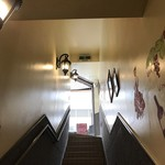 ミ・カシータ - 階段下から入り口へのひとコマ。