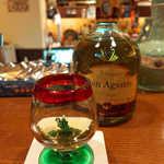 アルコジ - テキーラ「ドン・アグスティン」アネホ。いかにもメキシコらしいショットグラスがキュート♪