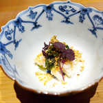 嗜季 - 梅貝に、生アオサのわさび醤油漬。わさびの鮮やかな香りを残しつつ、ツンツン来ないことに驚かされる
