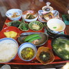 Komindo - 料理写真:お盆にのせられた料理