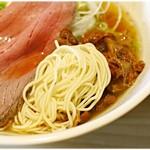 麺屋 西川 - 小麦の風味がかなり強い麺です。ちょっと伸びやすい気がするのでササっと食べちゃいましょう!