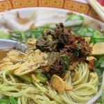 もっこす - 中華そば、胡椒+ニラコショー+にんにくチップをぶち込む!