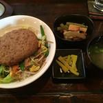 者集樹 - 料理写真:びっくり丼定食=800円