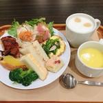 サンドッグ イン 神戸屋 - ランチビュッフェ 税込@994円 まずは、1皿め。