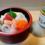 すし処瀧 - 料理写真:ランチの生ちらし(茶碗蒸し•味噌汁付)は1200円でした