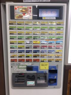 上六庵 - 券売機。2台あるが高額紙幣対応はこちら(左側)のみ。