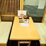 太郎寿司 - 店内(テーブル席)
