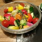 64368024 - 汐吹き昆布がアクセントの和菜サラダ。野菜はやや早めに収穫したものかと思います。瑞々しく、鮮度もあります。汐吹き昆布は控えめ(笑)