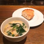 キャトルラパン 神戸三宮 - 野菜のクリームスープ、パン