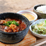 石焼麻婆王 火山 - すべての麻婆豆腐はサラダ・スープ・ライス付