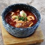 石焼麻婆王 火山 - 石焼海鮮麻婆豆腐(四川式・上海式)