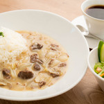 カフェ クロスポイント - 白いビーフストロガノフ