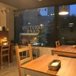 トントンカフェ - こじんまりとしたお店