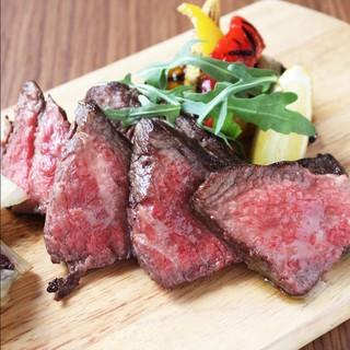 チャックフラップやサーロインなど熟成肉をリーズナブルに味わう