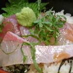 家庭食堂 おおきなかぶ - 海鮮丼アップ