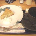 カフェ山小や - バナナケーキとコーヒー