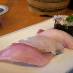 回転寿司 魚敬 - スズキ、カンパチ、寒ブリ、ナメロウ