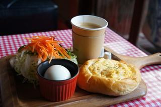 パンと珈琲のお店 喫茶戎町 - モーニング450円の全景です(2017.3.24)