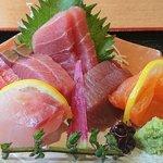 日菜魚 - 日菜魚 @茅場町 お刺身定食の2種の鮪・鰹・鰤・鱸・目鯛・サーモンの刺身
