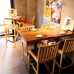 八角屋グリルバー - テーブル席