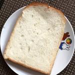 64386523 - 食パン。そのまま食べるのがオススメ