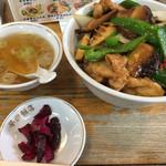 早田飯店 - 鶏肉と野菜炒め丼(800円)
