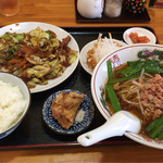 龍福餃子屋 - 料理写真:aランチ  ミニ台湾ラーメン   700円