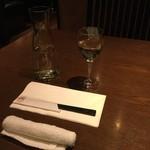 64392587 - ワイングラスでお水