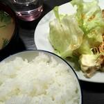 地鶏料理と洋食の店 まっくす - 鶏ももタレ焼き定食 ¥850