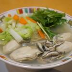 赤穂らーめん麺坊 - 料理写真:牡蠣増量をお願いし、5粒の大粒牡蠣が入りました(2017.3.24)