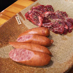 64394096 - 焼肉用の桜ウィンナーとラムダゴ(尻肉)