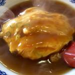 中華レストラン味一 - 出来立てで湯気が出ている天津飯の、ちょいアップ画像。
