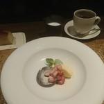 かわ村 - 黒胡麻のブリュレとバニラジェラート 苺のムース