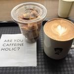 caffeineholic - ラテとラスク