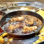 立喰☆焼肉 瑞園 - 焼いたホルモン