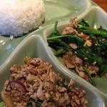ピンク・エレファント - ラープとカイラン菜炒め