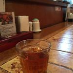 サイゴン・レストラン - ベトナムのお茶とカウンター席