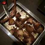 骨付鶏 ひろ - 骨付鶏[親] はさみカット後