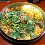 ダルシムカリー - チキンカリーライス(690円)+パクチー(60円)+チーズ(60円)+焼きベーコン(60円)