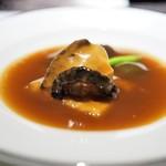 中国料理 翡翠宮 - 料理写真:あわびとなまこの葱醤油煮込み