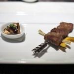 中国料理 翡翠宮 - ラムロース肉の串焼き クミンの香り