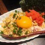 全力鶏 - 鶏明太子塩ユッケ ¥550  黄身や明太子に目が行きがちですが、鶏の鮮度も良く臭みも全くありません。