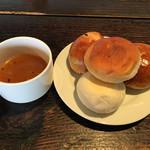 ガーブ ドレッシング - ランチのミネストローネ、パン(バター、レーズン、チーズ、白パン)