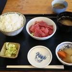 和鮮 しんま - まぐろ丼(500円)