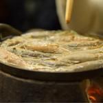 駒形どぜう - どぜうなべ@1,750円:浅い鉄鍋を、焼き台の上にオン